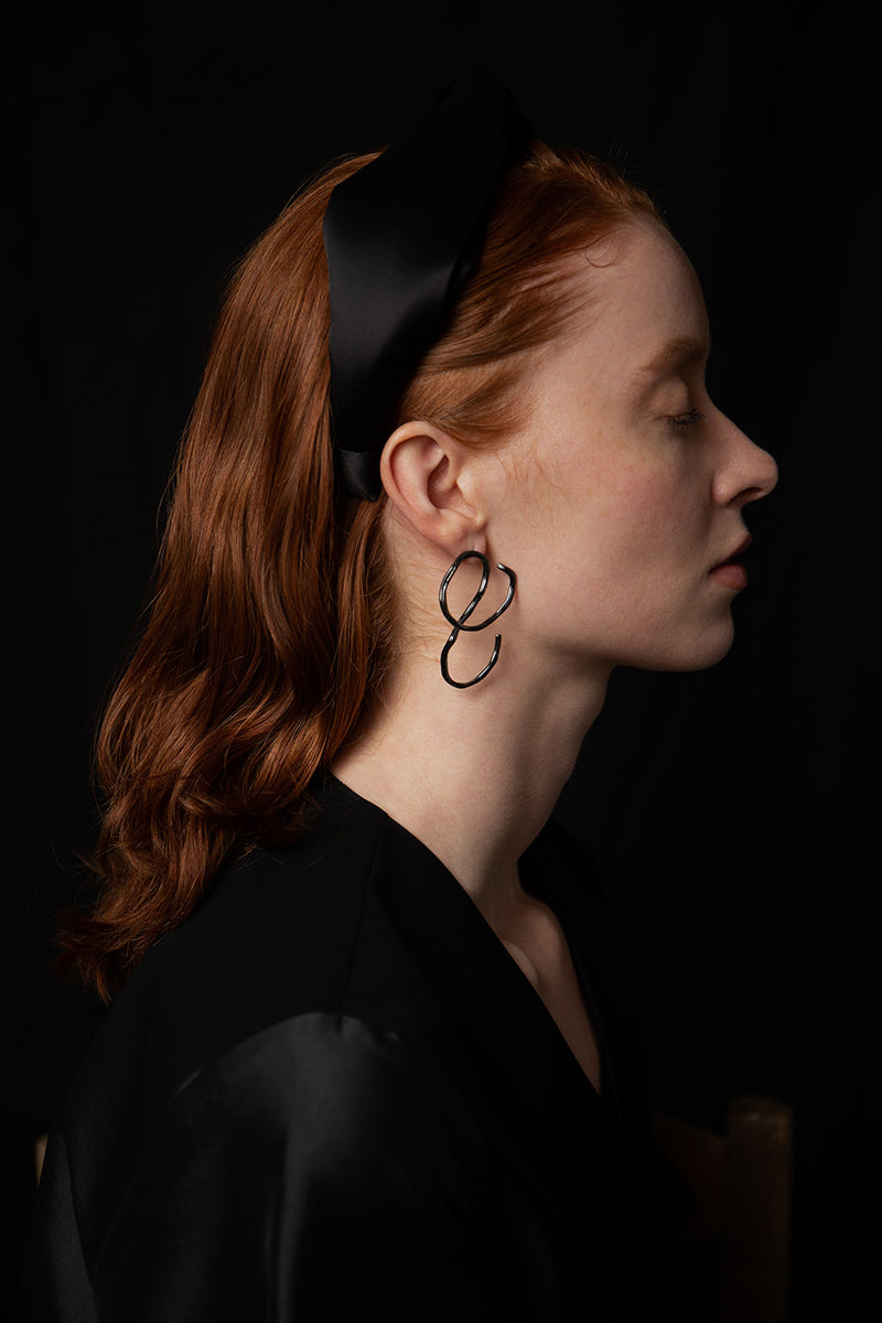 aino-earrings-ruthenium-plated