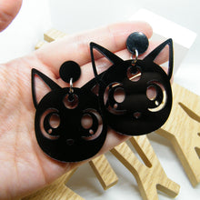 Load image into Gallery viewer, Sailor Moon Luna cat statement earring
