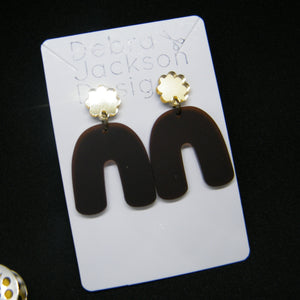Matte brown arches and gold scallop earrings
