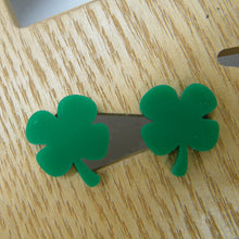 Load image into Gallery viewer, Green clover stud earrings