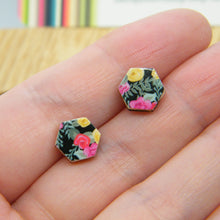 Load image into Gallery viewer, Corona de Flores stud earrings