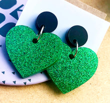 Load image into Gallery viewer, Green glitter heart earrings