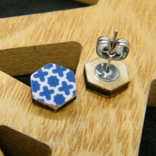 Load image into Gallery viewer, Navy Quartefoil stud earrings