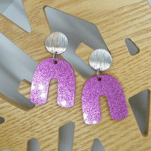 Load image into Gallery viewer, Pink glitter arch earrings
