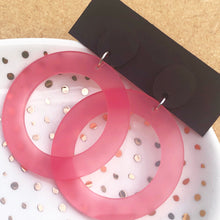 Load image into Gallery viewer, Pink hoop with brown button earrings