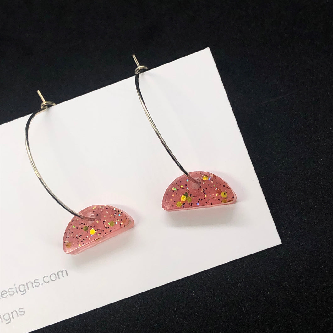 Coral and gold arch hoop earrings
