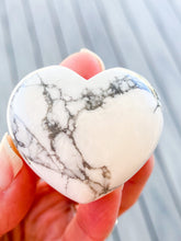 Load image into Gallery viewer, Howlite Heart
