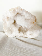 Load image into Gallery viewer, Natural Quartz Geode F - 9.1kg