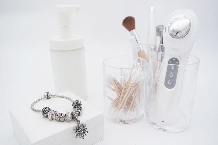 Travel Essential Beauty Devices for Healthy & Radiant Skin on the GO!