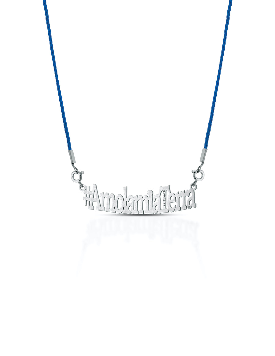 Cofanetto Box Deluxe  serie 3 Sea Colors con il ciondolo #AmolamiaTerra e una collana in Argento 925 color Silver e 4 collarini intercambiabili in viscosa colori: Royal Blue, Black,Sky Blue, Sunset Red marchio Lisa Tibaldi Terra Mia #AmolamiaTerra sustainable fashion Brand