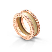 Lisa Tibaldi Terra Mia Bijoux Collection Serie Circle/Shine anello a fascia in metallo lucido, zirconi e foglia di stramma fatto a mano Made in Italy colore Rose Gold