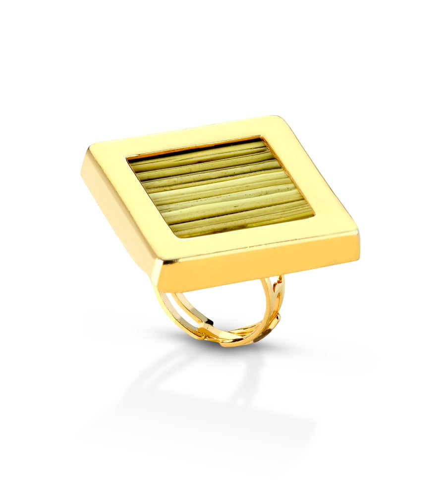 Lisa TIbaldi Terra Mia luxury brand of eco-sustainable fashion accessories made in Italy handmade ring adjustable square in gilded metal and closed leaves in Stramma with Lisa Tibaldi logo