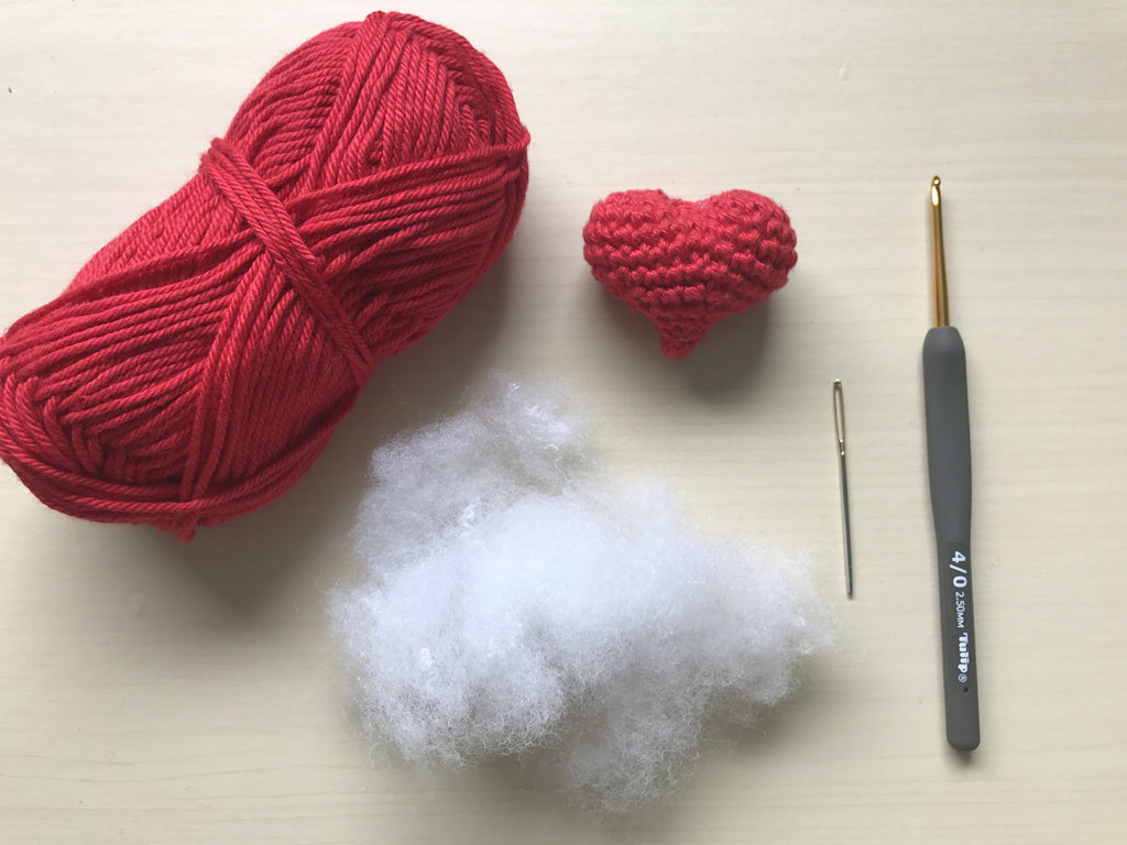 I HEART U – How to crochet a heart