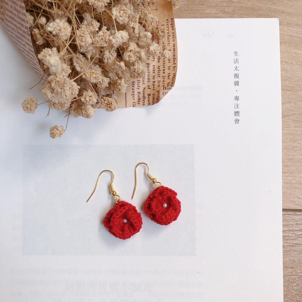 Tiny Rabbit Hole - crocheted red rose earrings with white pearl