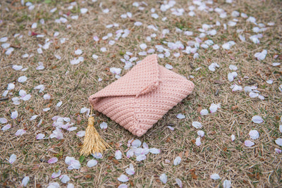 tiny rabbit hole crochet envelope purse sakura gold yarn katia bulky cotton gatsby