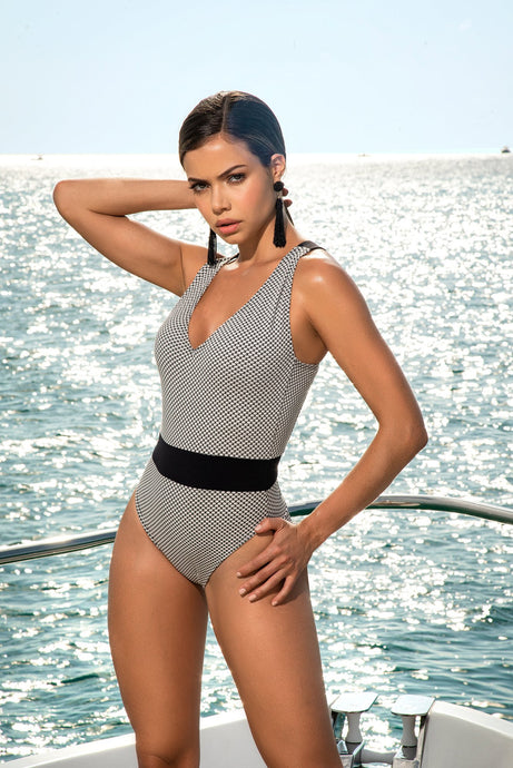 ONE PIECE BLACK AND WHITE SWIMSUIT