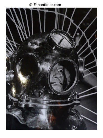 Salvador Dali au scaphandre In the diving suit photographs