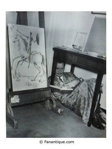 Salvador dali sous la table under the table photo art photographs