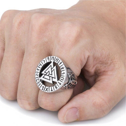 Chevaliere Viking triangles valknut