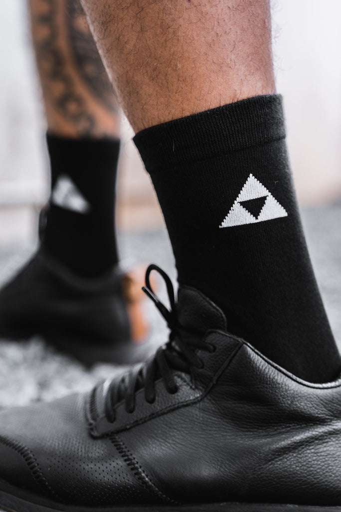 BLACK TRIANGLE SOCKS HAT Mau Hawaii