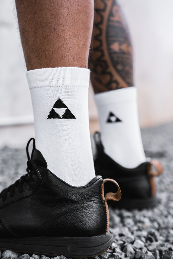 WHITE TRIANGLE SOCKS HAT Mau Hawaii