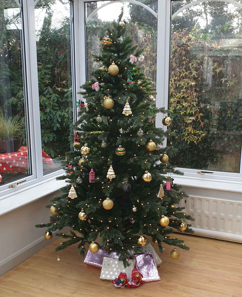 Triumph Tree Sherwood kunstkerstboom deluxe led PRO 400 warmwitte lampjes maat in cm: 185 x 127 groen