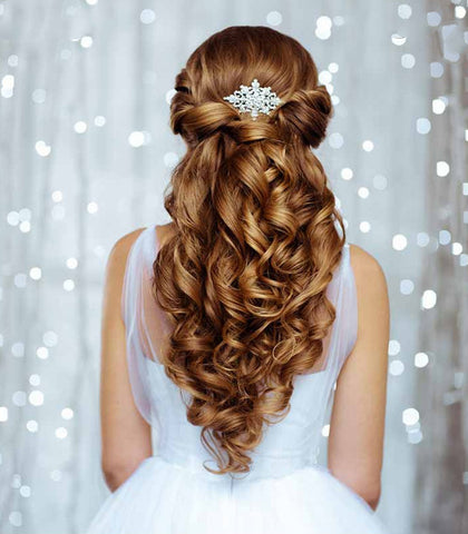 Most brides want to look both elegant with a touch of glamour on their wedding day. Hairlaya can give you just that!
