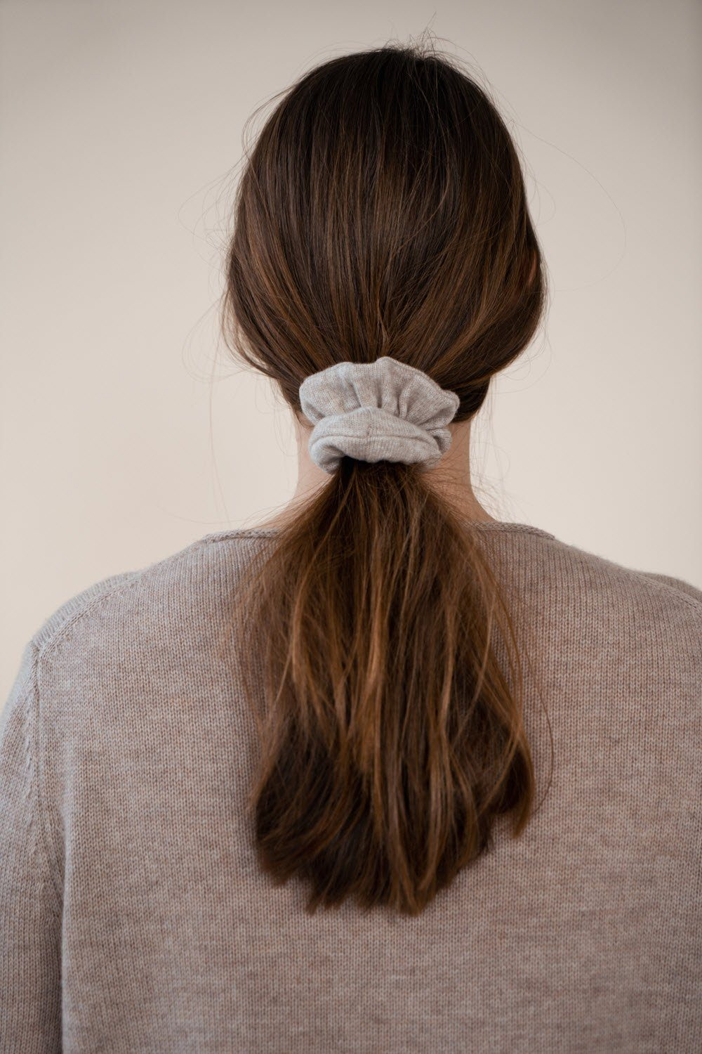 O'TAY Cashmere Scrunchie - Light Brown