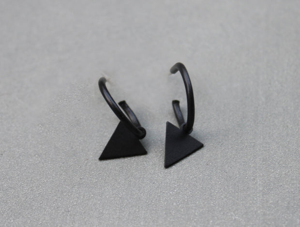 Hoop earrings with triangle pendant