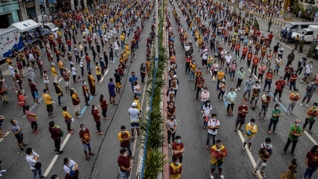 Miraculous statue in the Philippines: hundreds of thousands of worshipers gather