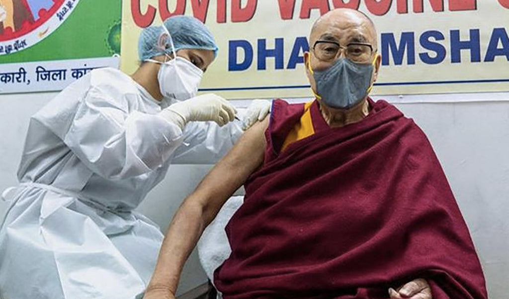 The Dalai Lama is vaccinated against Covid-19