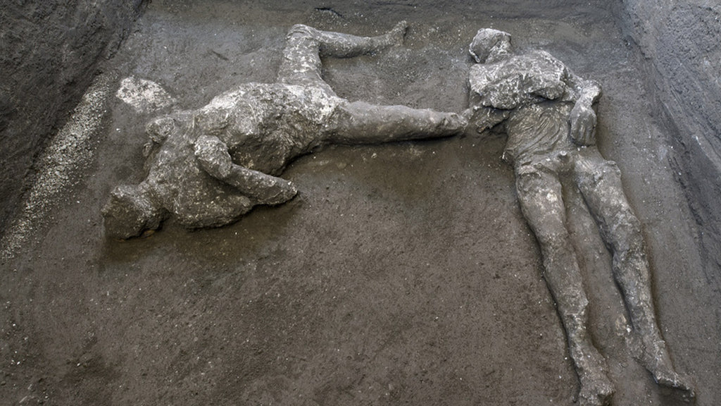 Pompeii: moving discovery of two victims of the eruption of 79