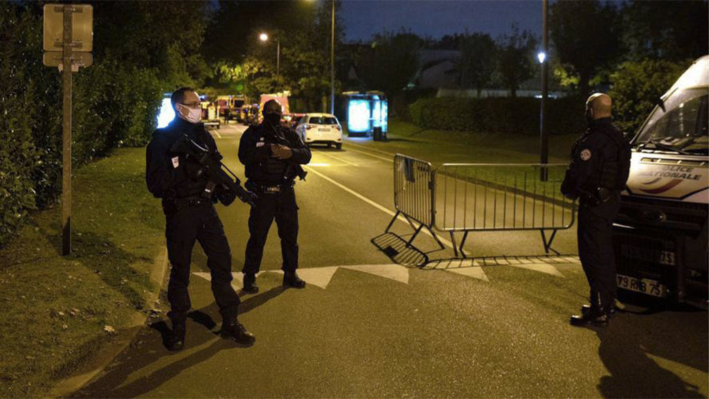 Decapitated teacher in the Paris region:
