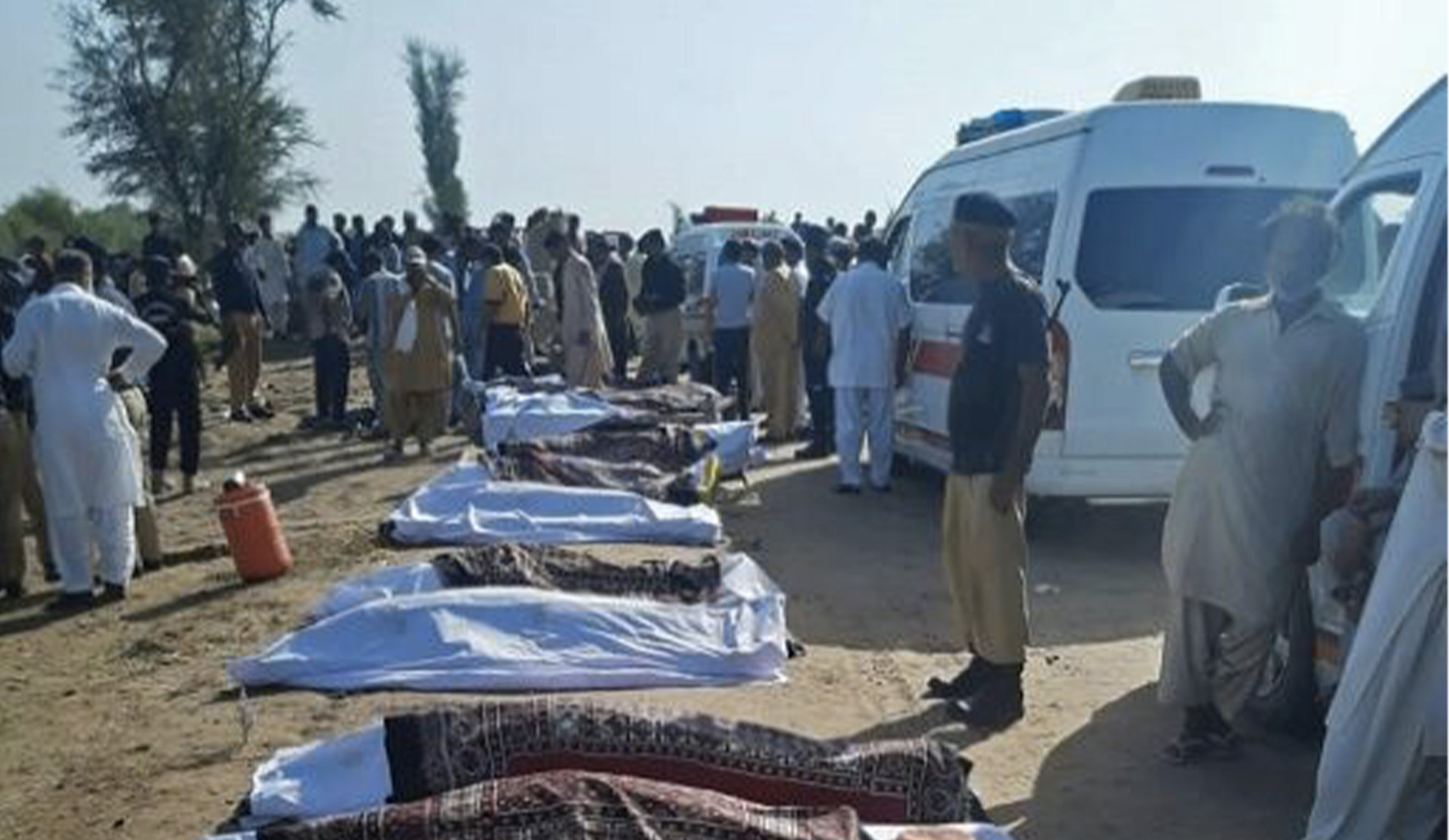 Pakistan: at least 30 dead in a train accident