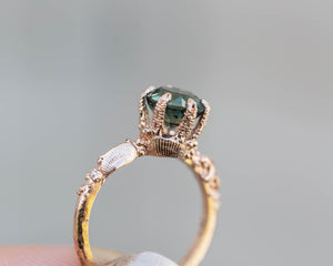Solitaire queen of the sea ring, green sapphire