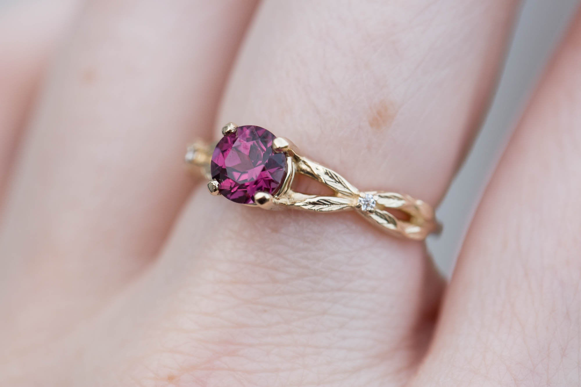Round rhodolite garnet solitaire twisted leaf band engagement ring, promise ring, garnet ring, nature ring, unique engagement, leaf ring