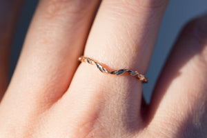 Curved leaf wedding band, 14k gold ring, 14k gold wedding band, nature ring, leaf ring, contour wedding ring, rose gold ring, fairytale ring