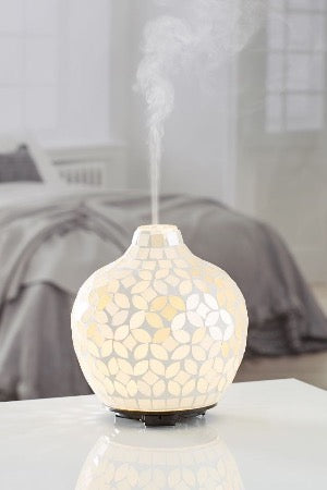 Pearl Aromatherapy Diffuser + Destress Yourself essential oil Combo whilst stocks last!