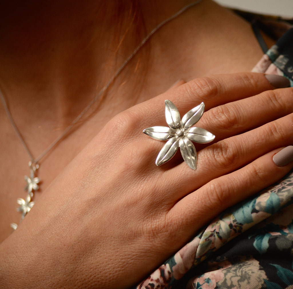 Cover me in daisies ring in silver