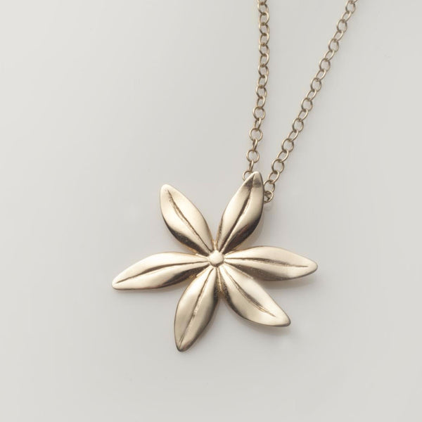 Cover me in daisies medium pendant in solid gold