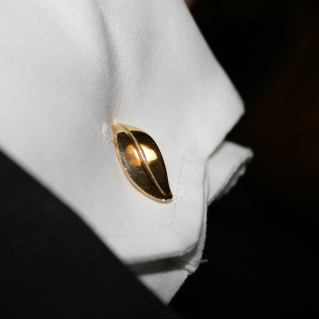 Leaf cufflinks in gold