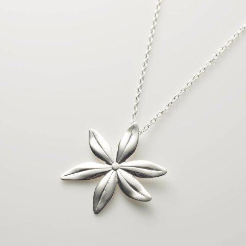 Cover me in daisies medium pendant in silver