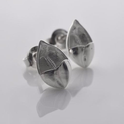 Easter lilly tiny stud earrings in silver
