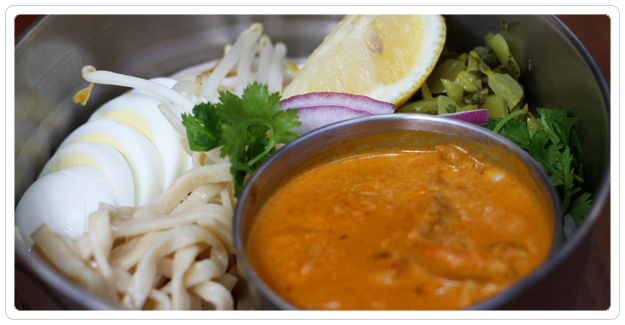 B Star - Coconut Chicken Curry Noodle: Serves 1