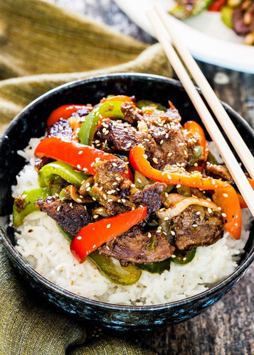 STEAK WITH MIXED PEPPERS & BROWN RICE