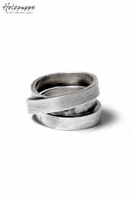 https://loom-osaka.com/collections/holzpuppe/products/holzpuppe-triple-banded-silver-ring-with-unique-texture