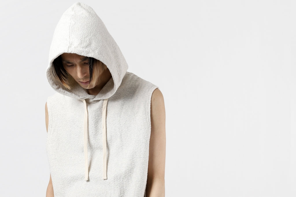 ISAMU KATAYAMA BACKLASH SLEEVELESS HOODIE CUT & S