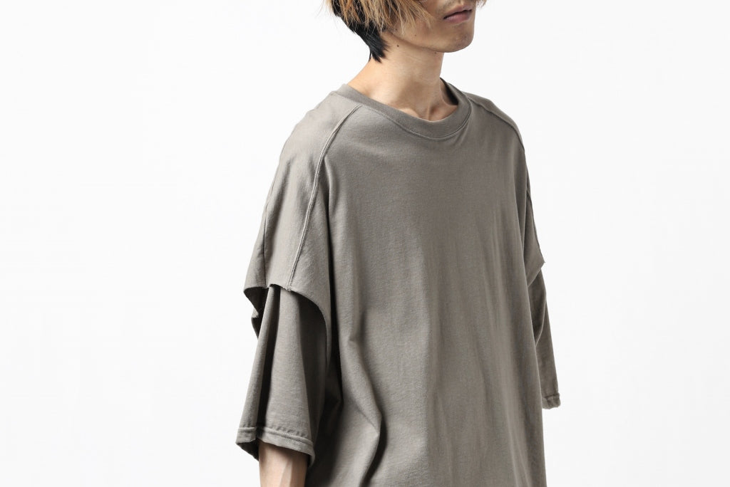 """A.F ARTEFACT """"NO FACE"""" LAYERED OVER SIZE TOPS"""