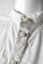 画像をギャラリービューアに読み込む, Nostra Santissima COLLAR-LESS PULLOVER SHIRT (WHITE)