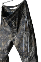 "画像をギャラリービューアに読み込む, N/07 ""MAUSK Detail"" 3-DIMENSION CURVE CROPPED PANTS (DARK CAMOUFLAGE)"